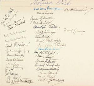 Rückseite des Maturaphotos 1926 mit Unterschriften der Maturanten.